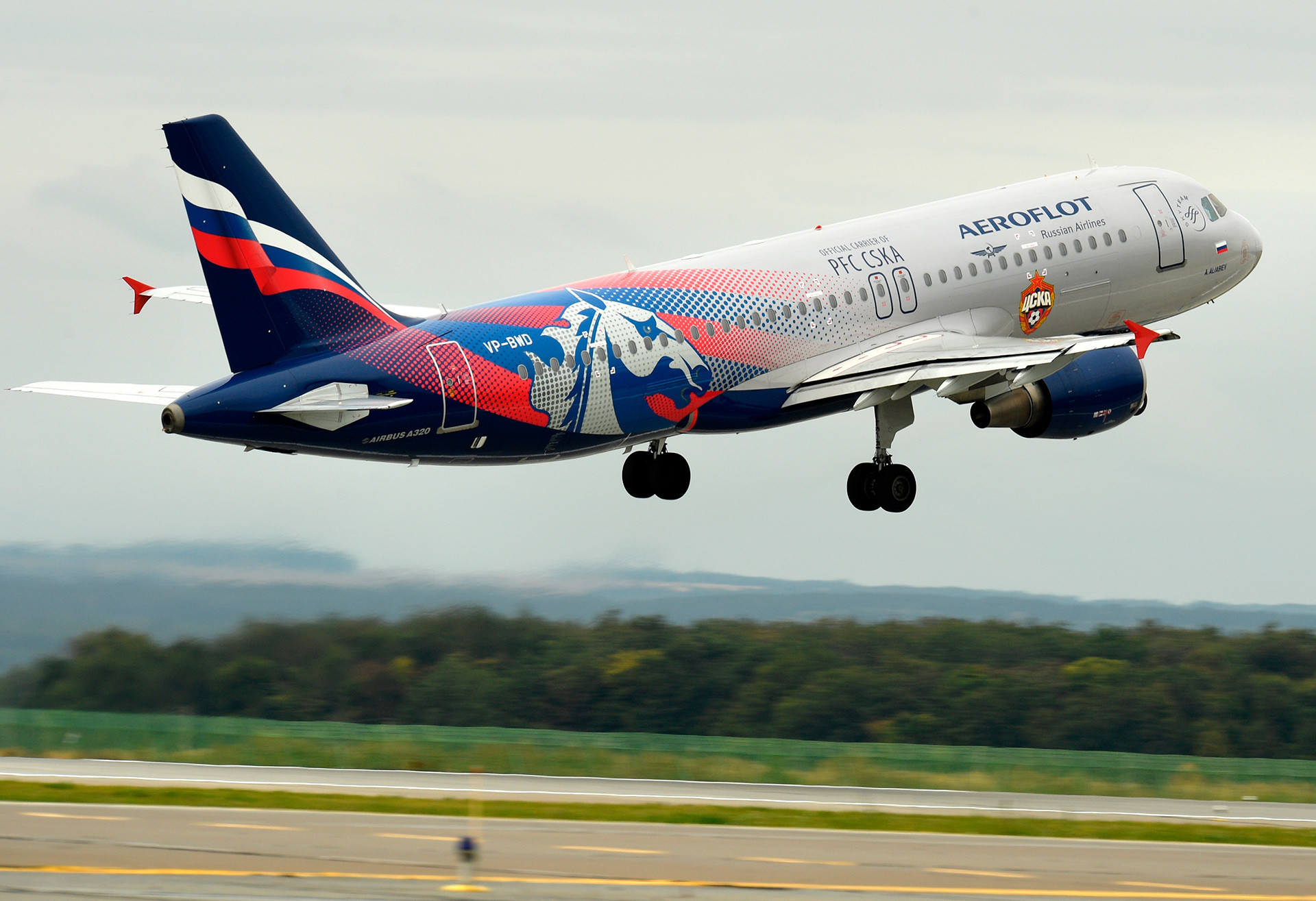 Aeroflot's Airbus-A320 taking off at the Kazan international airport