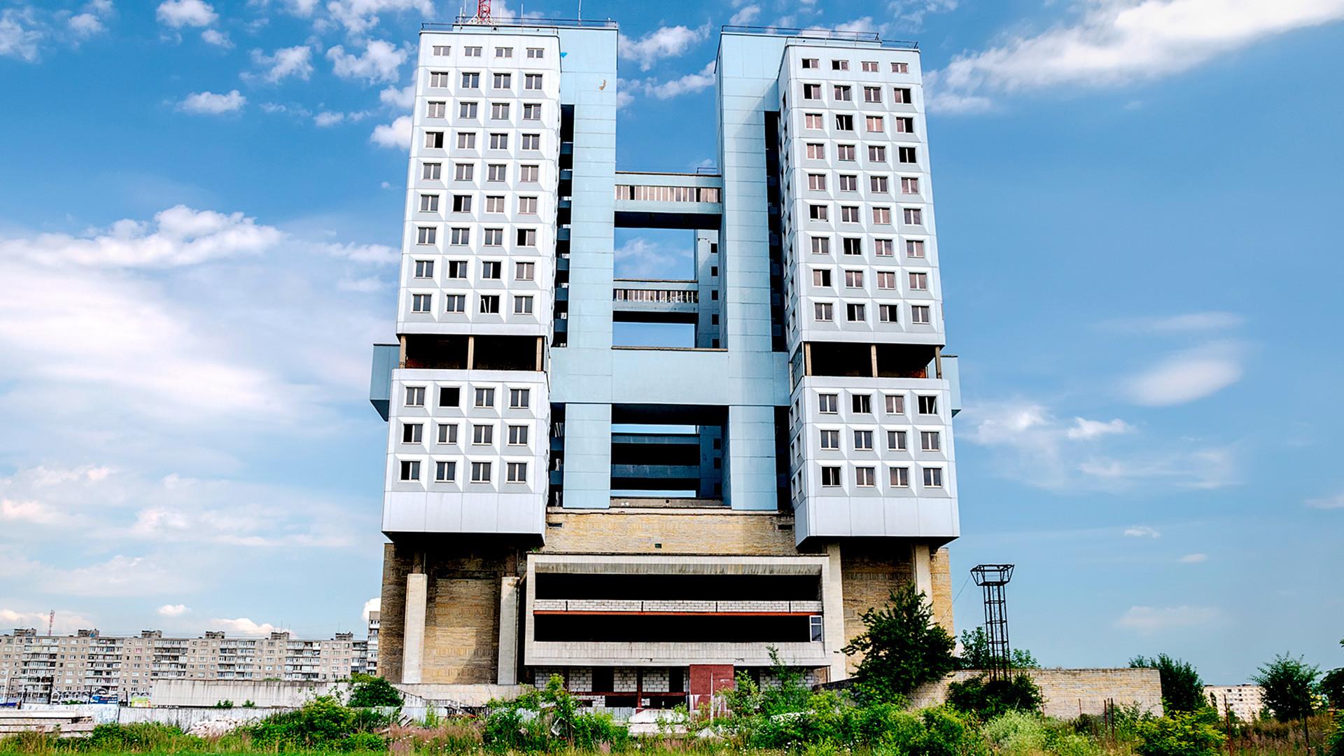 Пустата сграда на Градския съвет в Калининград.