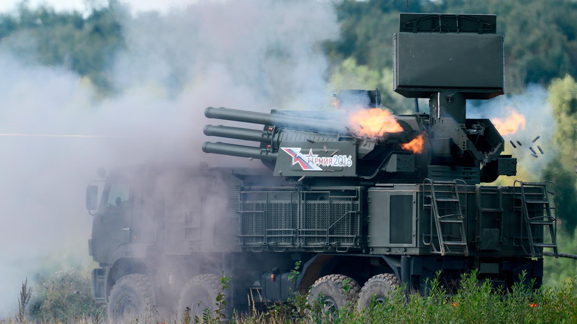 """Ракетно-топовски ПВО систем 96К6 """"Панцир-С1"""" на Међународном војнотехничком форуму """"Армија 2016"""" на војном полигону Алабино."""