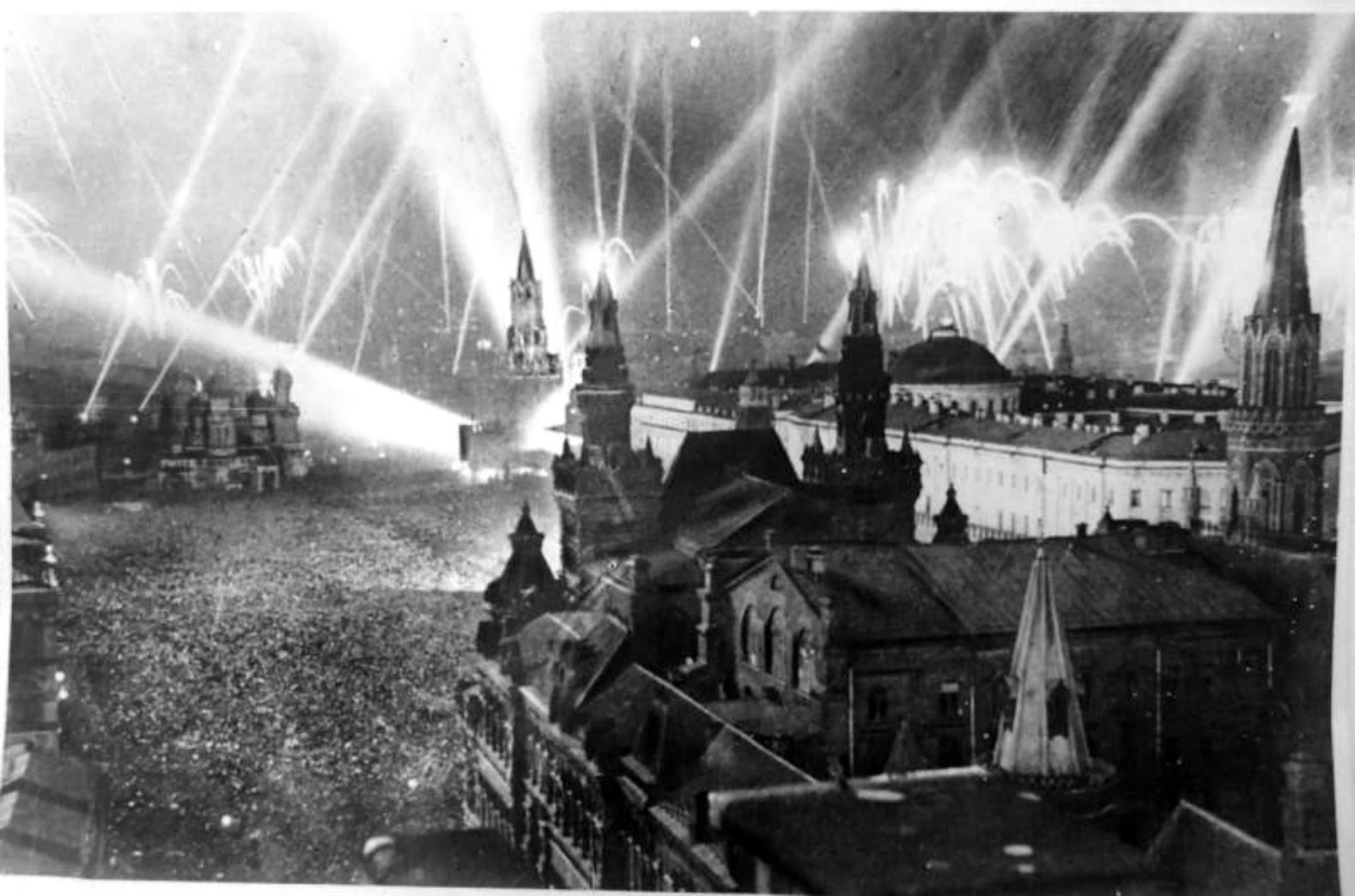 ナチスドイツに対するソ連の勝利にちなんだ花火。