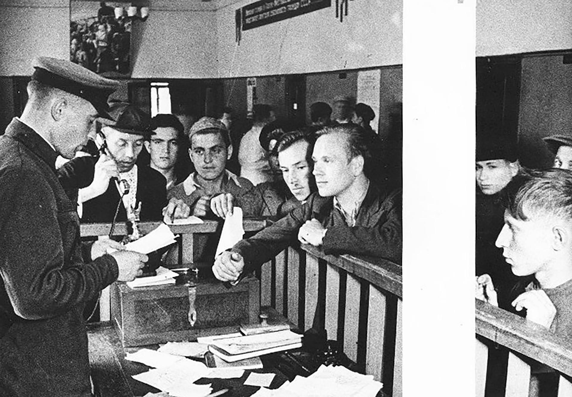 Regrutiranje u Crvenu armiju.