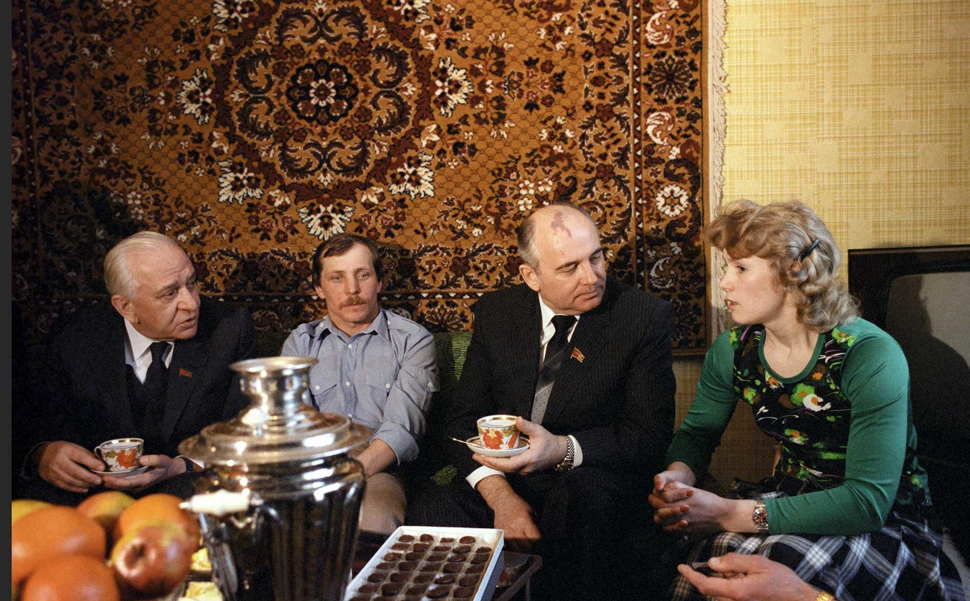 Luxury of Perestroika: Mikhail Gorbachov (second from right) drinking tea