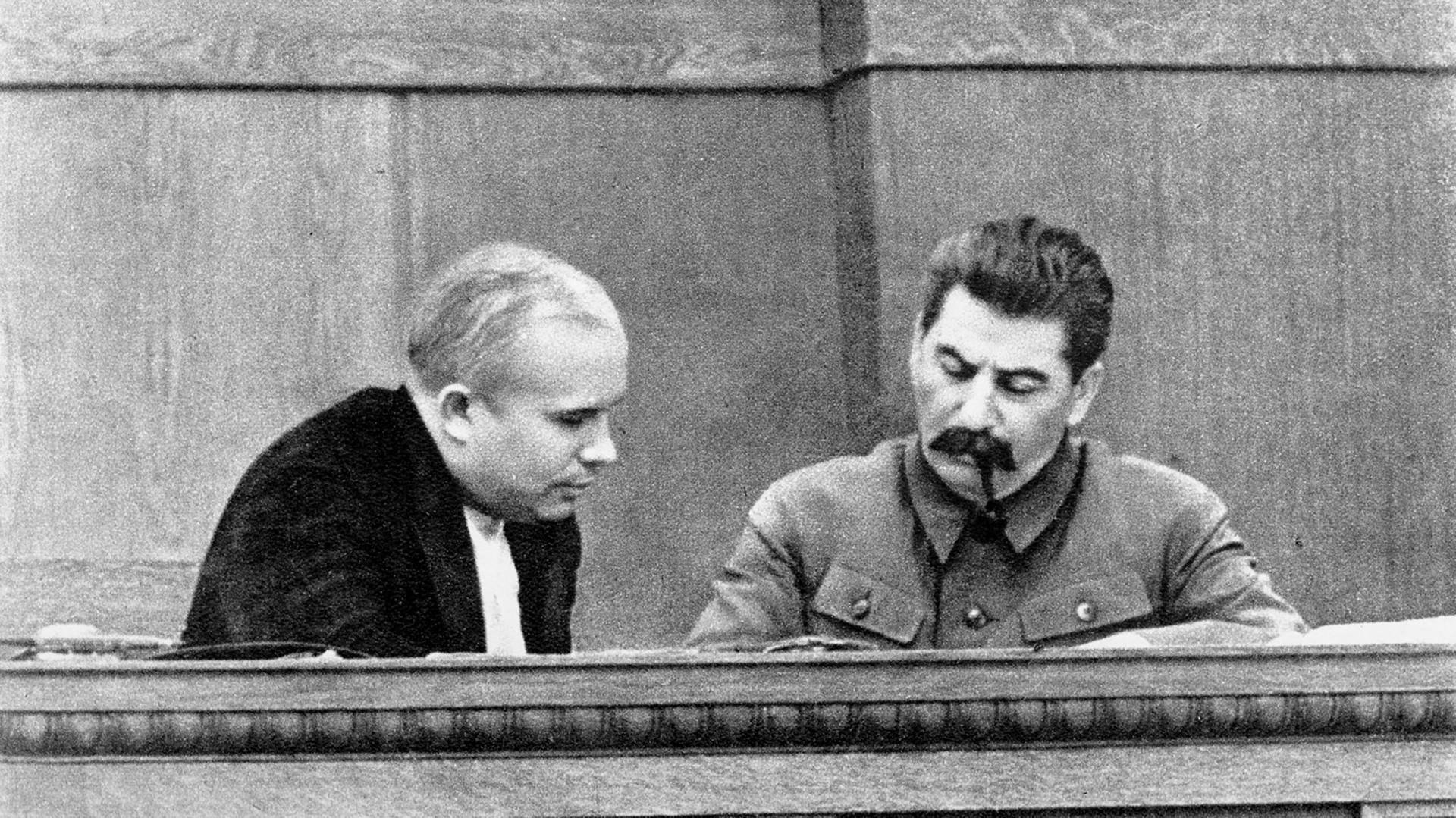 Јосиф Сталин и Никита Хрушчов, јануари 1946 година.