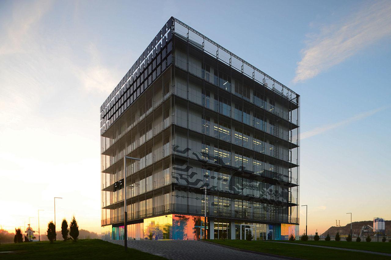 Hiperkocka - prva in ena od najbolj prepoznavnih stavb v Inovacijskem centru Skolkovo na obrobju Moskve.