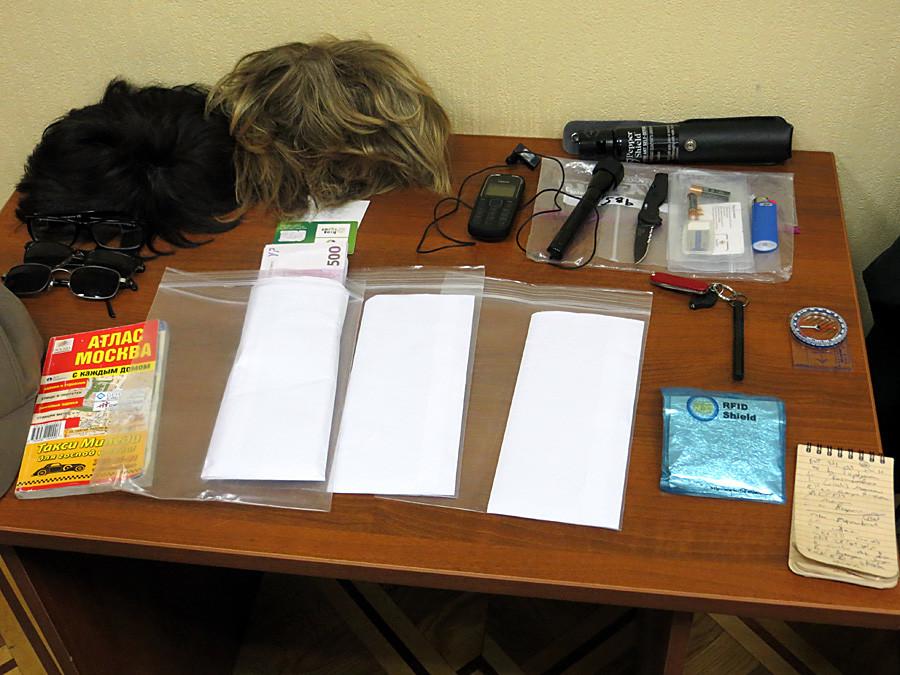 14 май 2013 г. Снимка, разпорстранена от ФСБ, на част от конфискуваните вещи на Райн Фогъл.