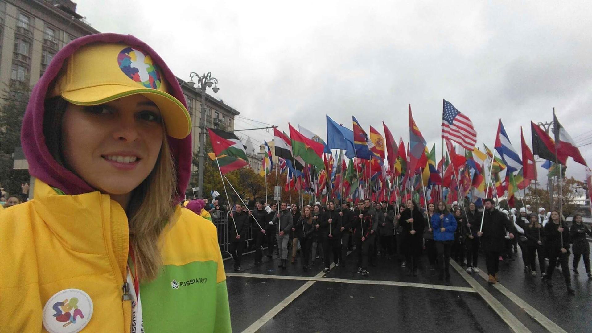Тамара Јаковљевић на паради отварања 19. Фестивала омладине и студената у Москви
