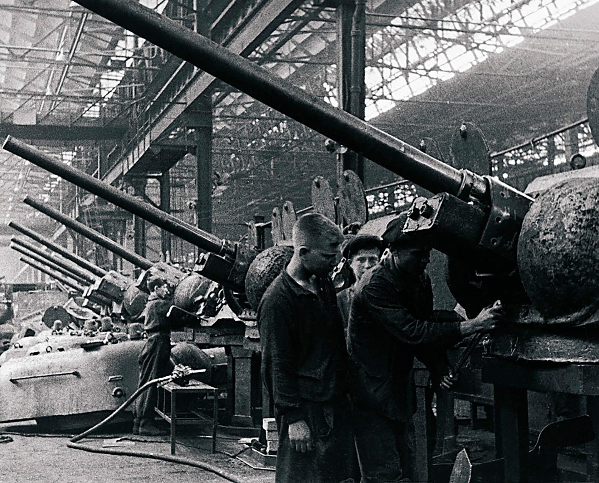 Kirower Fabrik des Volksbetriebs für Panzerindustrie - heute die  Tscheljabinsker  Traktorenfabrik