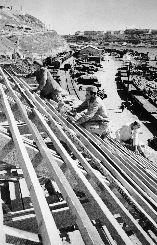 Wiederaufbau von Hafenanlagen