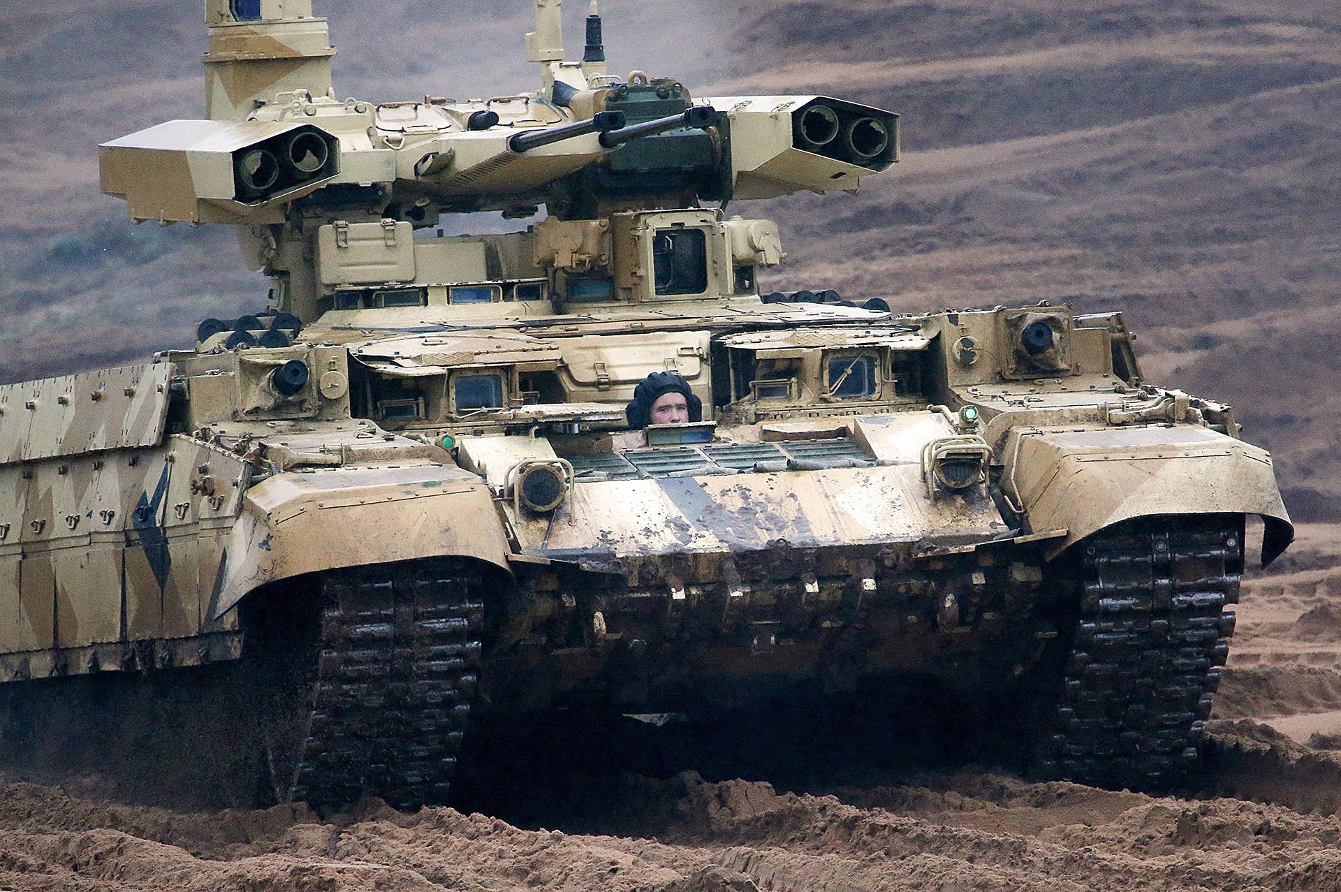 Kendaraan tempur BMPT-72 (Terminator-2) saat latihan militer Rusia-Belarus.