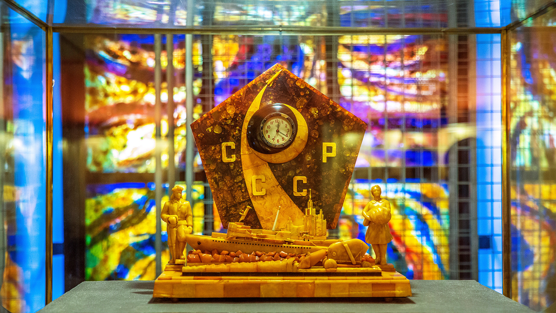 """Часовник """"Епоха"""" у Музеју ћилибара."""
