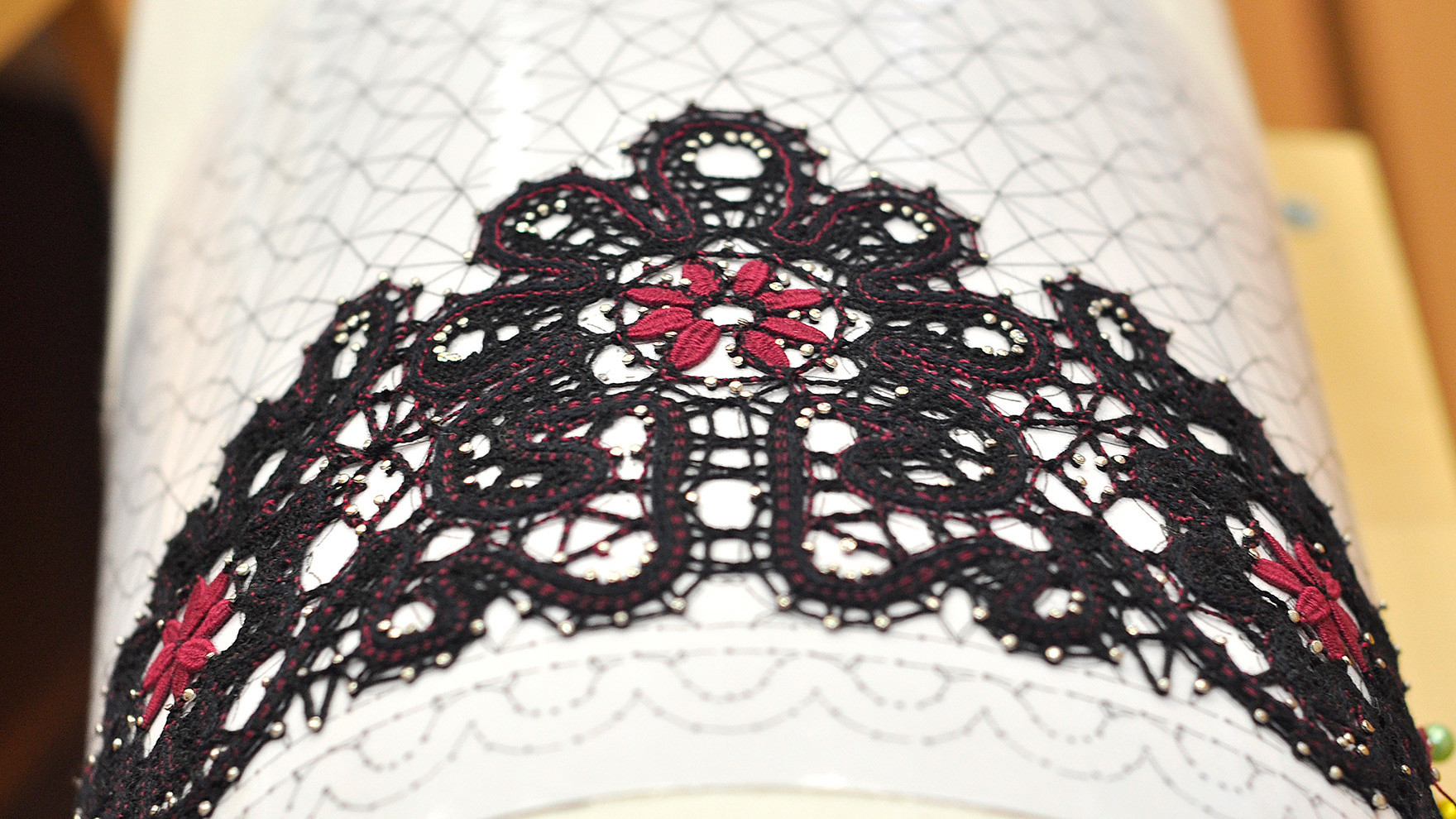 The modern Vologda lace can be any color.
