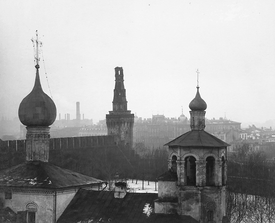 The Church of S.V. Constantin and Elena Beklemishevskaya tower after the bombardment of the Moscow Kremlin. Photograph by P.P. Pavlov. Nov. 5-16,  1917.