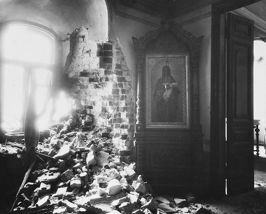 The Metropolitan Chambers of Miracle Monastery after the bombardment of the Moscow Kremlin. The destruction of the windows in the front room. Photograph by P.P. Pavlov. Nov. 5-16, 1917.