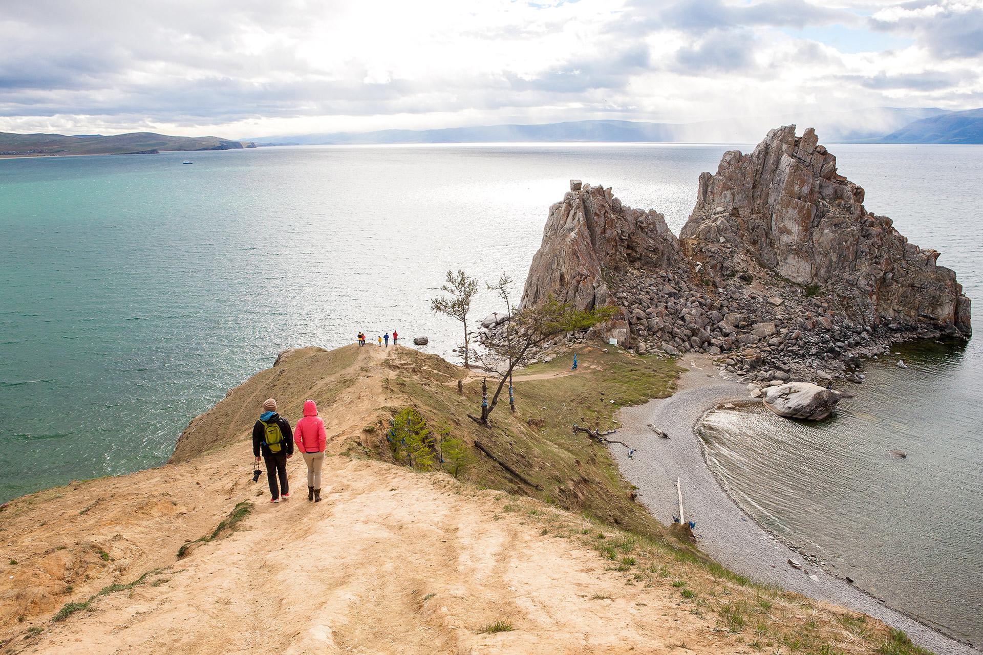 Прочутият камък Шаманка се извисява точно над река Ангара.