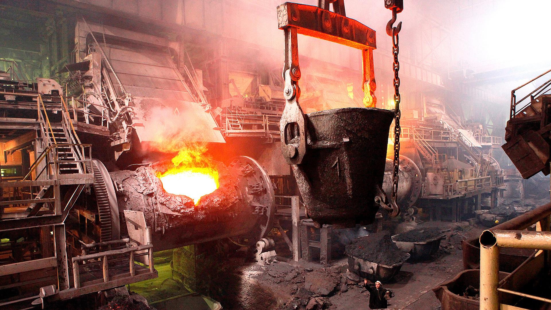 粗鋼、鉄、銅を生産するいくつかの工場で働いていた労働者が、ニジニ・タギルの人口の基をなした。