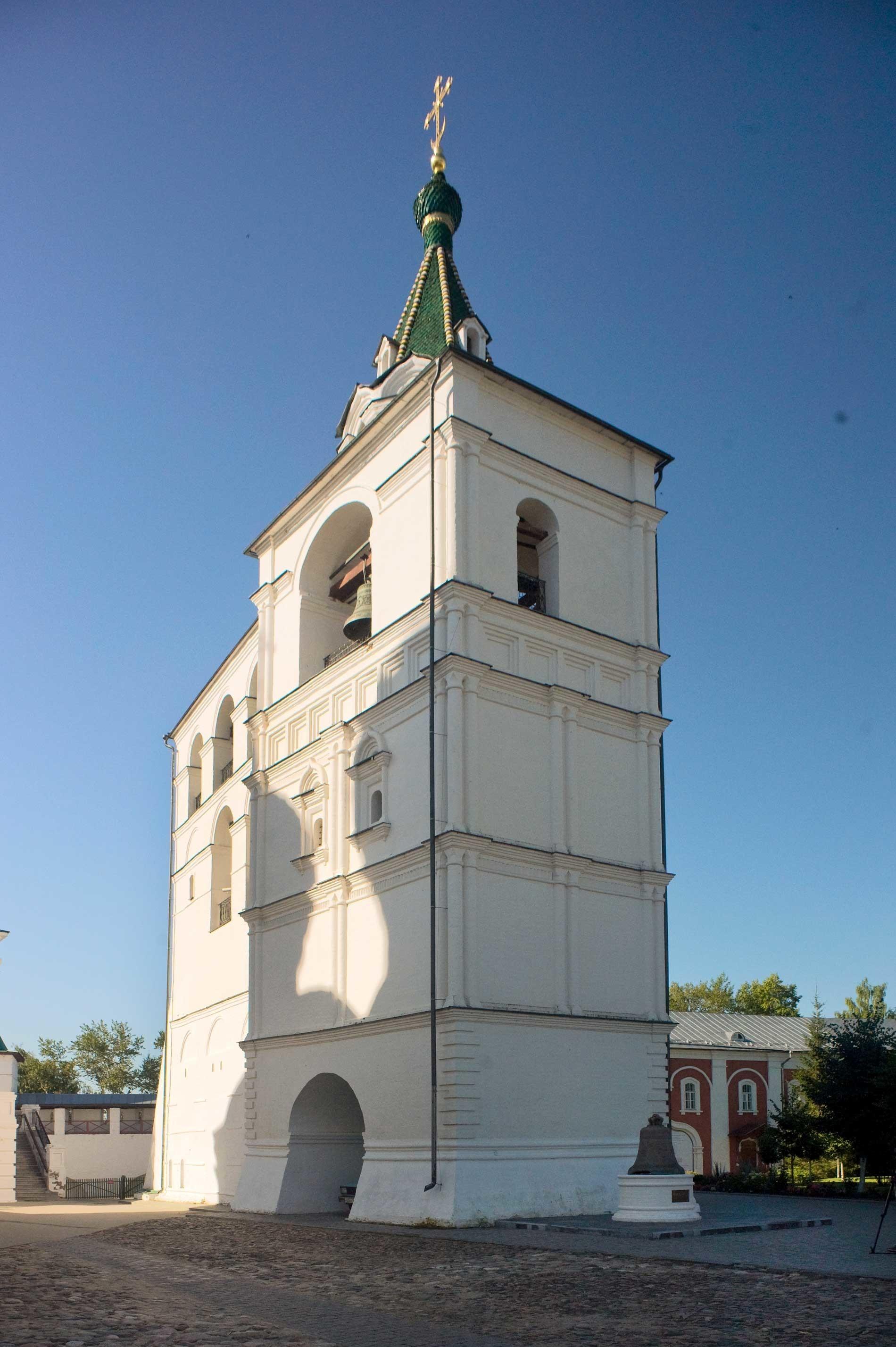 Ипатјевски манастир Свете Тројице. Звоник храма са северноисточне стране. 13. август 2017.
