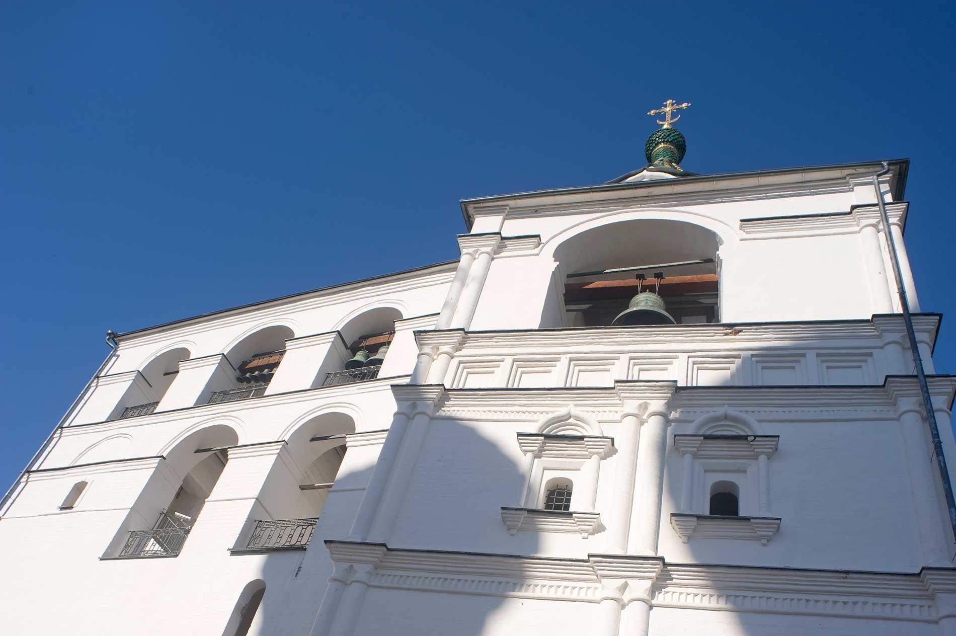 Ипатјевски манастир Свете Тројице. Звоник храма, горњи део, поглед са источне стране. 13. август 2017.