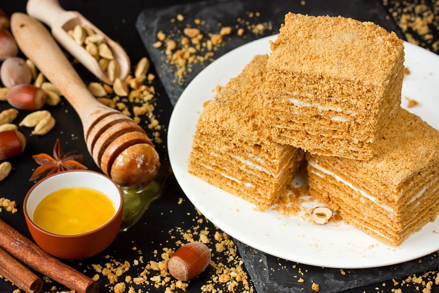 「メドヴィク」ケーキ