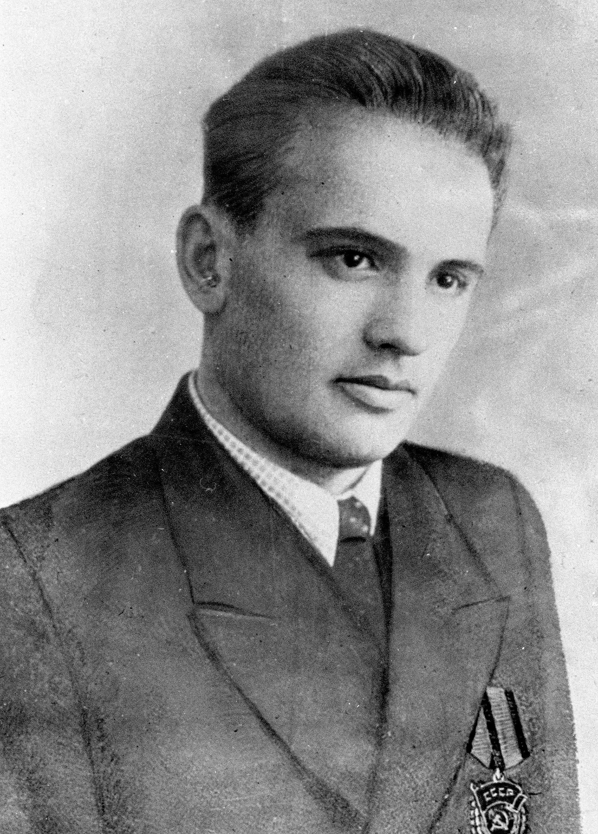 Der junge Feldarbeiter Michail Gorbatschow 1950: Der Neunzehnjährige trägt einen roten Arbeiterorden, den er 1947 für seinen außergewöhnlichen Einsatz bei der Ernte veliehen bekommen hatte.