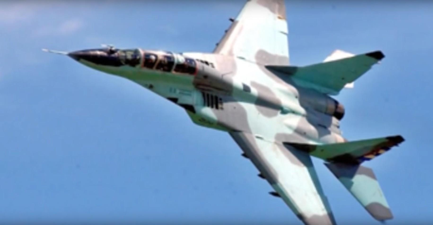 MiG-29 cubano en vuelo.
