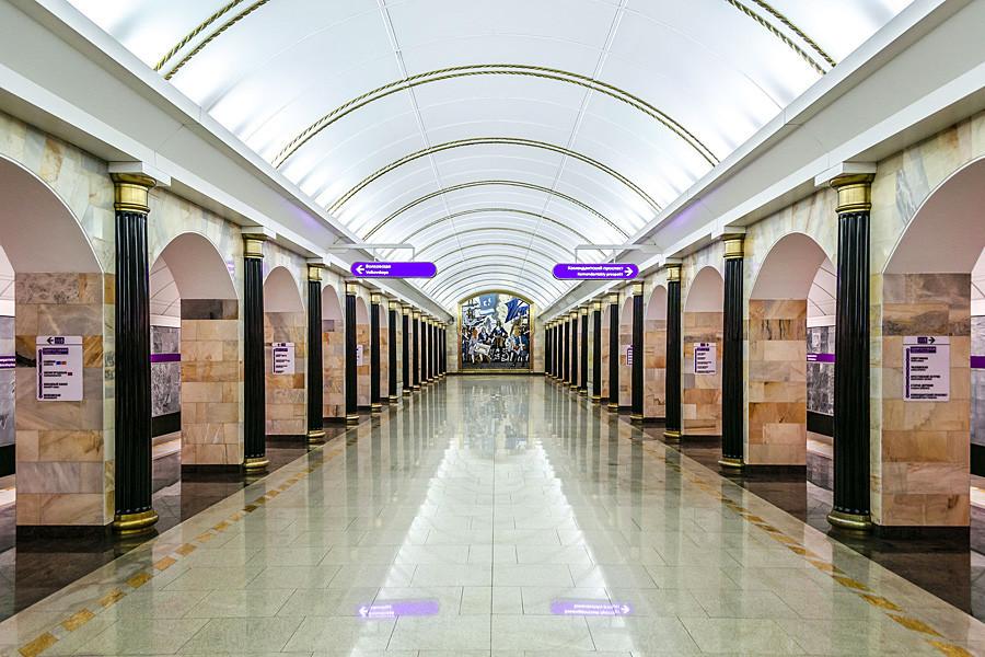 A Admiralteyskaya é uma das estações preparadas para enchentes