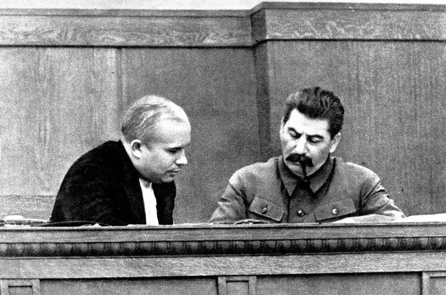 Josip Stalin in Nikita Hruščov leta 1936.