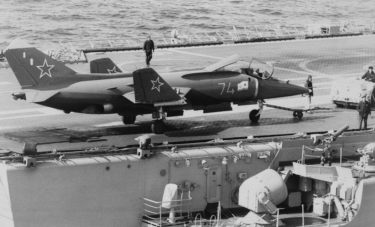 Yak-38.
