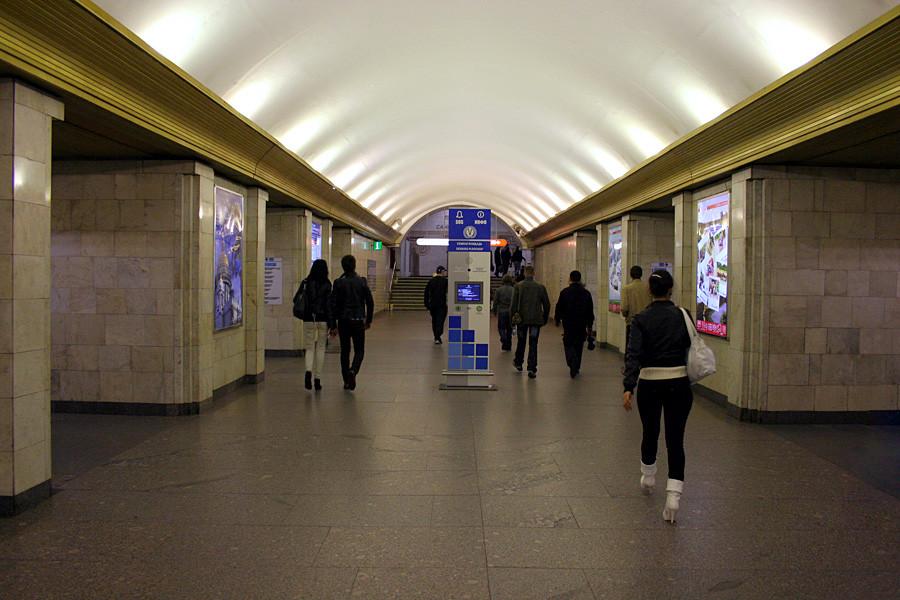 Estación Sennáia Plóshchad del metro de San Petersburgo.
