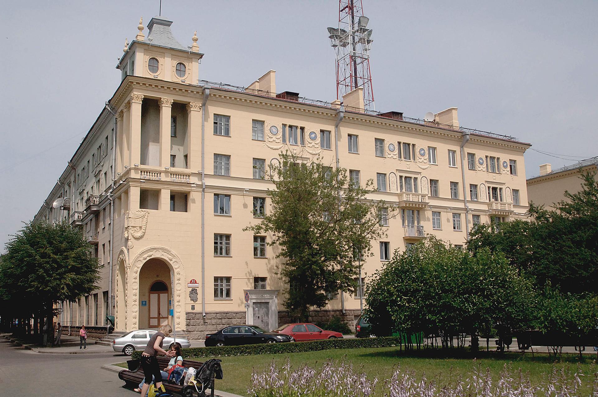 Sebuah gedung di Minsk, tempat Oswald tinggal untuk sementara.