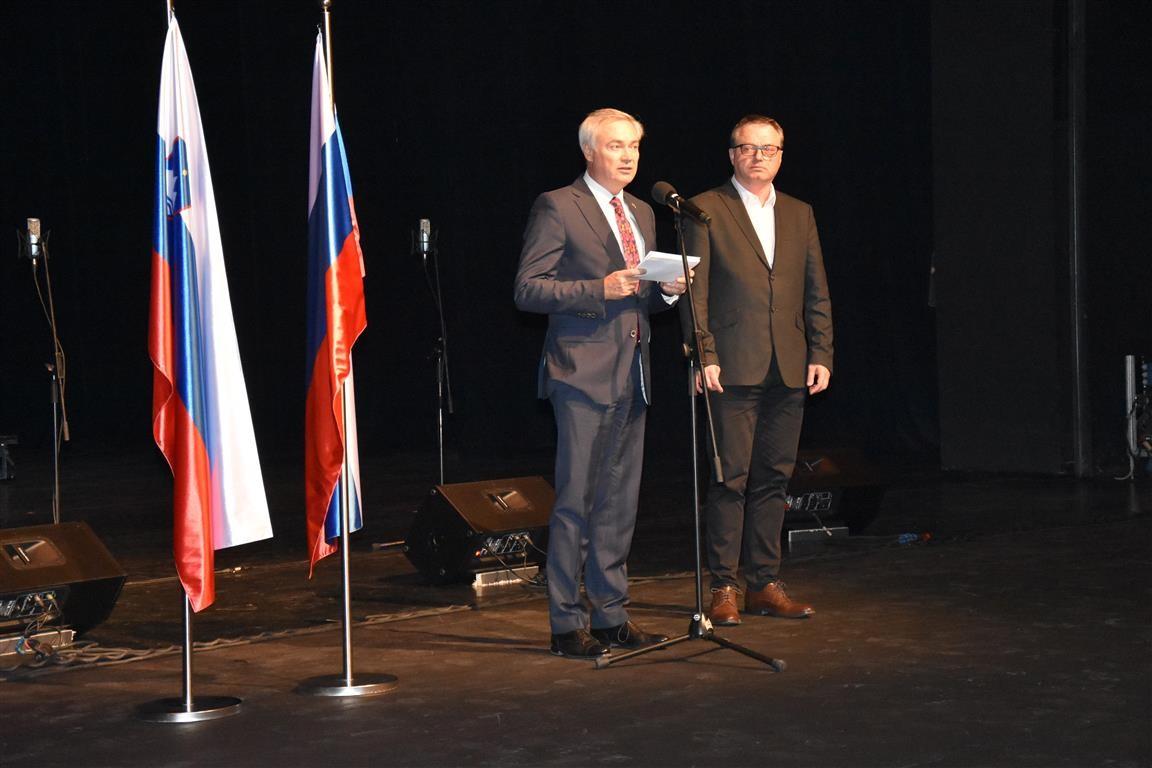 Občinstvo je prisluhnilo tudi besedam ruskega ministra za kulturo, ki jih je prebral direktor Ruskega centra znanosti in kulture v Ljubljani
