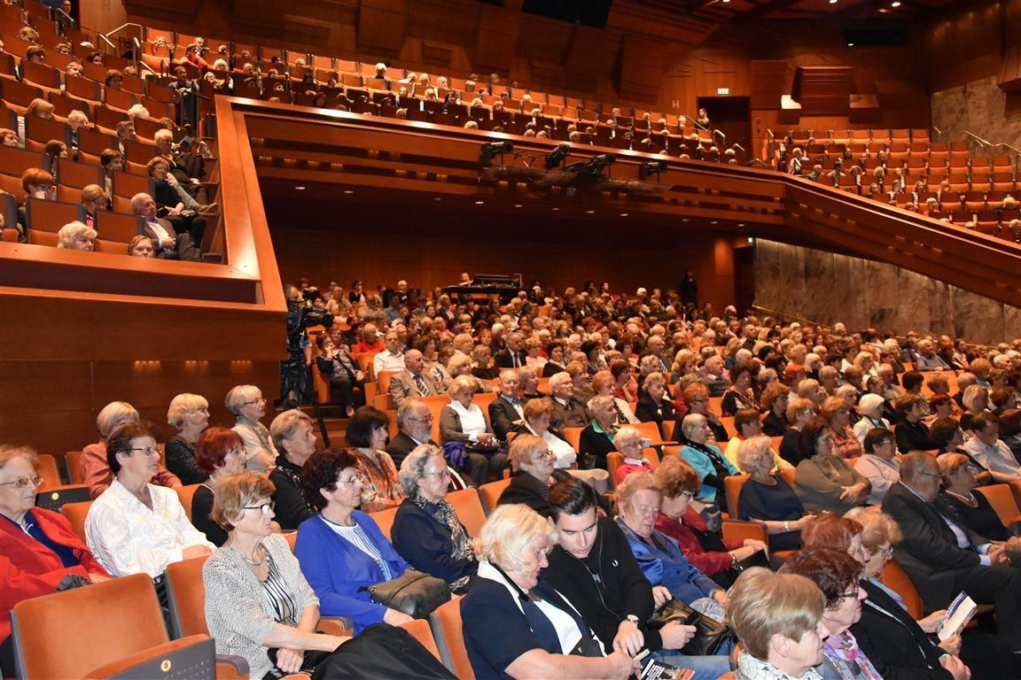 Občinstvo je dodobra napolnilo mariborsko dvorano