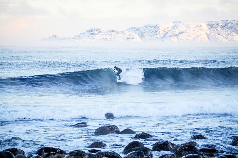 Muitos estrangeiros surfam na península do Kamtchatka.