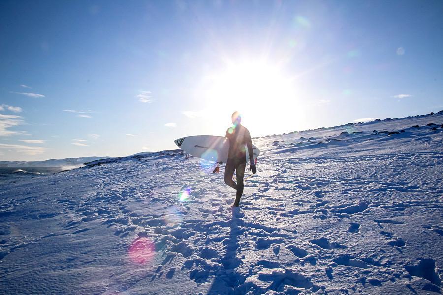 Todas as dificuldades de uma viagem de surfe na Rússia podem ser contornadas.