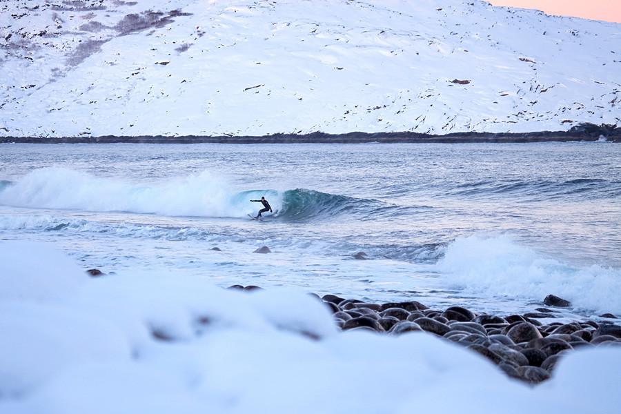 Surfar na Rússia não é sobre pegar a onda perfeita.
