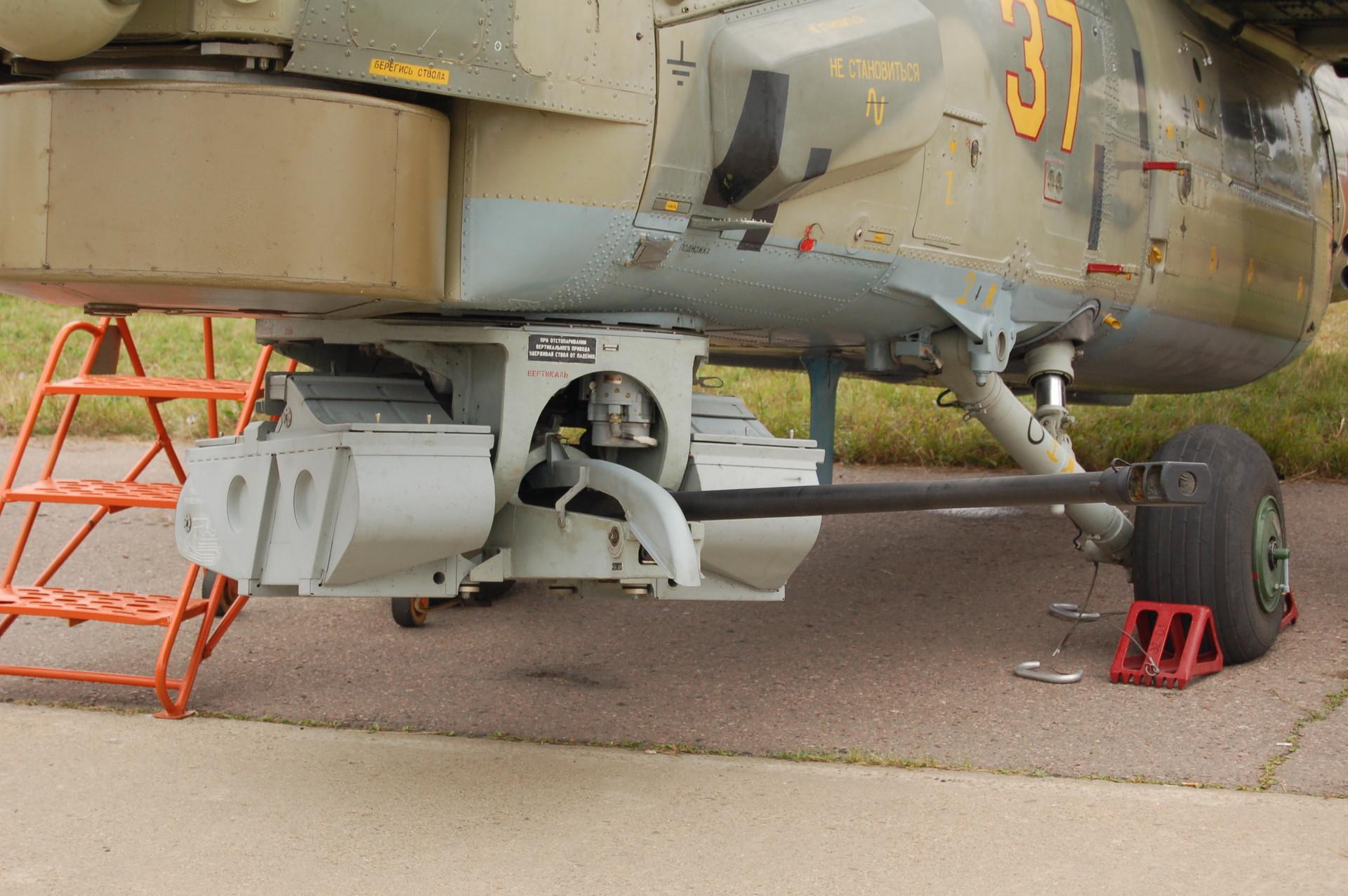 """Аутоматски топ 2А42 у кал.30мм на руском хеликоптеру Ми-28Н """"Ночной охотник""""."""