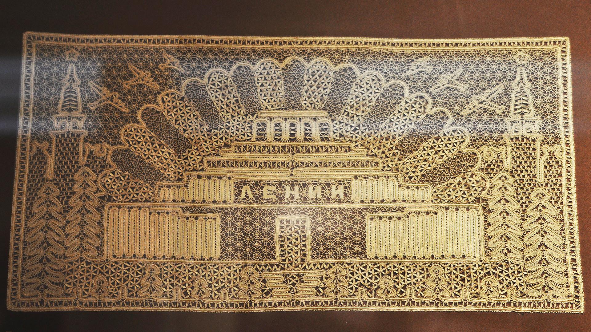 レース編みで出来たレーニン廟。