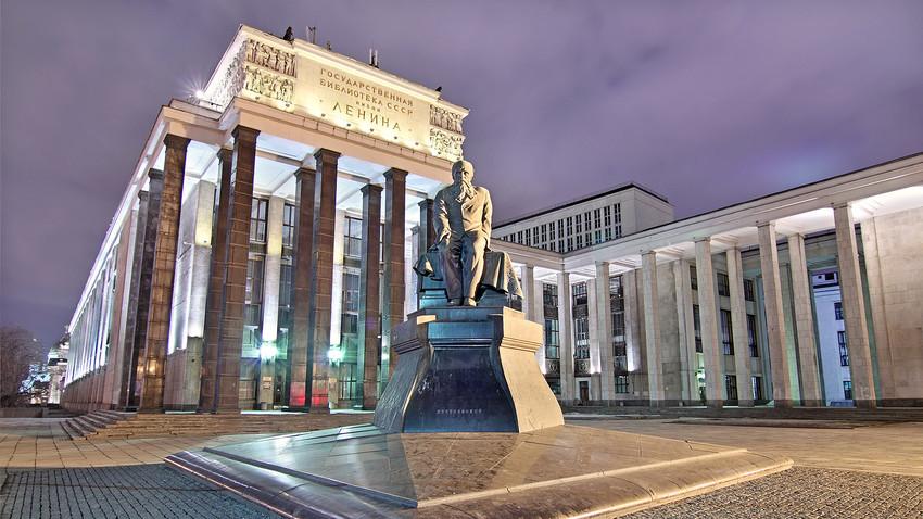 """La Biblioteca di Stato russa, meglio conosciuta come """"Leninka"""". La Biblioteca si trova in centro a Mosca, a pochi passi dal Cremlino"""