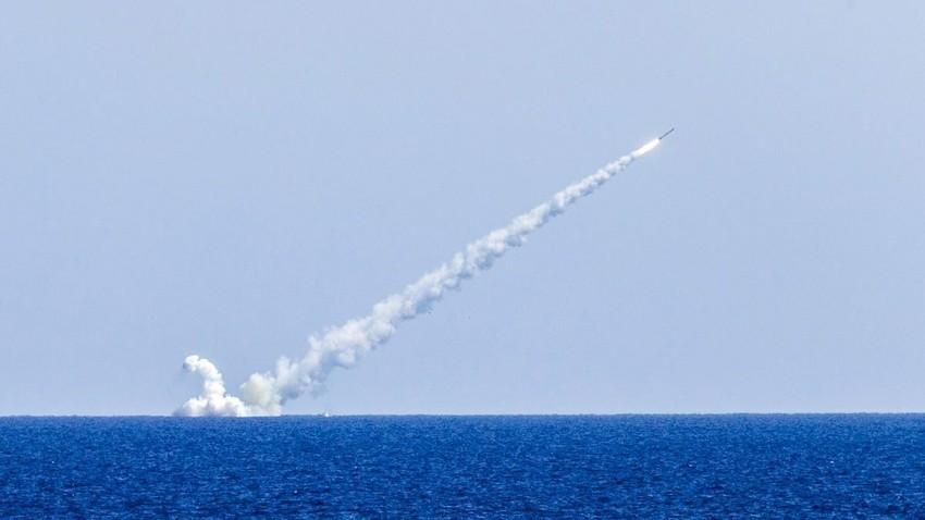 """Ракета """"Калибар"""" лансирана од подморницата """"Велики Новгород"""" на 14.09.2017."""