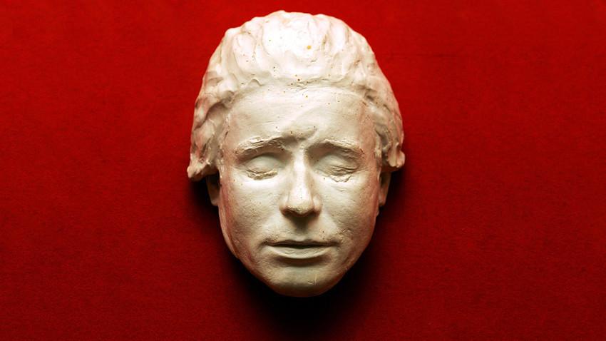 Посмртната маска на Сергеј Есенин од збирката на Музејот у Константиново (родното село на поетот во Рјазањската област)