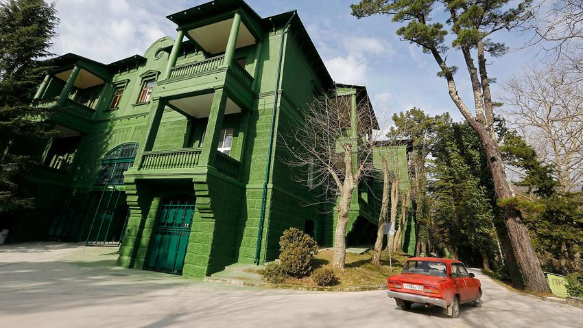 Fachada de antiga residência de Stálin em Sochi