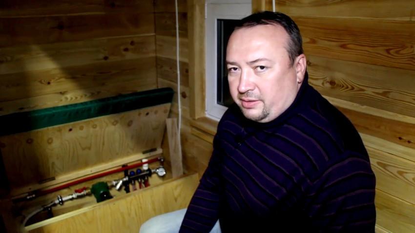 Poduzetnik iz Irkutska, Ilja Frolov smatra kako se otpadna toplina nastala od rudarenja Bitcoina ne bi trebala bespotrebno rasipati/Ruptly