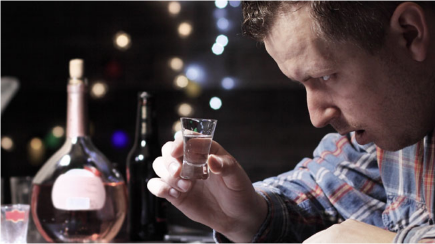 Dve največji napaki tujcev, ki poskušajo piti vodko z Rusi: kozarec brez prigrizka in delanje koktejlov.