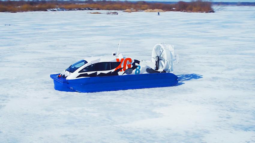 """Kapal yang juga bisa menjadi mobil dan bahkan """"jet di ketinggian rendah"""" ini mampu menerjang 750 kilometer es, lautan, salju, dan pasir hanya menggunakan satu tank bensin."""