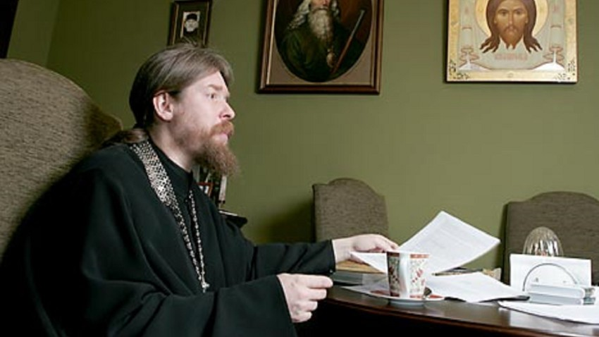 O arquimandrita Tíkhon Chevkunóv é abade do pequeno, mas muito ativo, Monastério Sretênski.