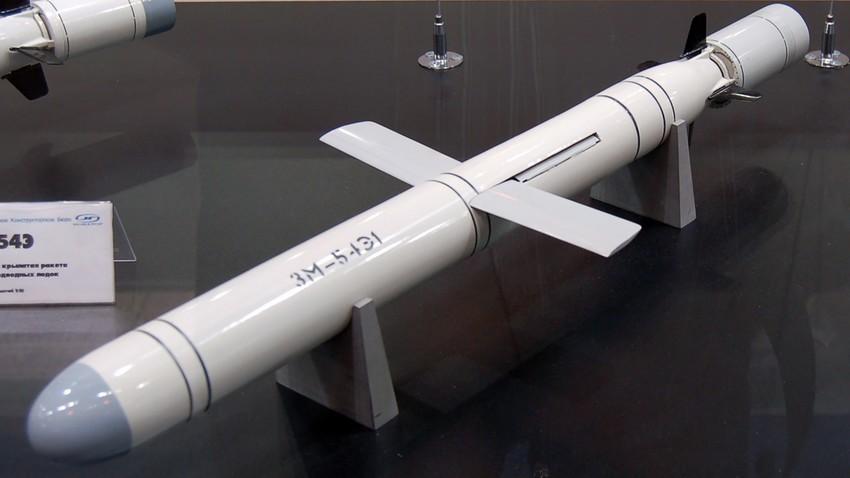 Макета на противбродската ракета 3М-54Э1