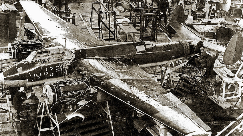Sestavljanje razvojnega prototipa bombnika Tu-2
