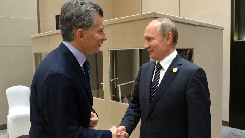 El presidente ruso, Vladímir Putin, y el presidente argentino, Mauricio Macri, durante su encuentro en los márgenes de la cumbre del G20 en Hangzhou, 2016.