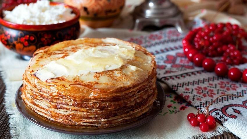 Blini adalah salah satu makanan Rusia yang paling terkenal.