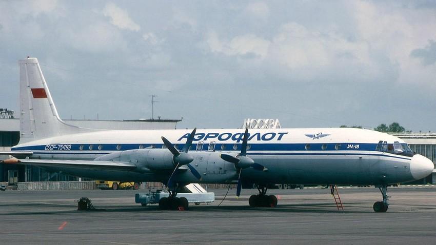 Il-18-Modell mit dem allgemeinen sowjetischen Aeroflot-Logo in Moskau