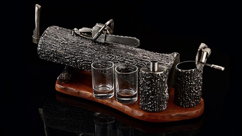 "Minibar ""Descanso do lenhador"", fabricado pelo estúdio Nik Faber"